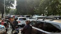 Kemacetan lalu lintas di Jalan Lenteng Agung Raya, Jakarta Selatan. (Liputan6.com/Ady Anugrahadi)