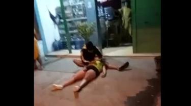 Dua perempuan tewas ditabrak truk di Tuban. (Ahmad Adirin/Liputan6.com)