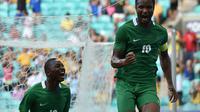 Reaksi Kapten Nigeria, John Obi Mikel (kanan), usai mencetak gol ke gawang Denmark, pada babak perempat final cabang sepak bola Olimpiade Rio 2016, di Arena Fonte Nova, Salvador, Brasil, Minggu (14/8/2016) dini hari WIB. Nigeria unggul 2-0, dan melaju ke