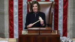 Ketua DPR AS, Nancy Pelosi memimpin voting untuk memakzulkan Presiden Donald Trump di US Capitol, Washington, Rabu (18/12/2019). Voting untuk dakwaan menghalangi Kongres juga dimuluskan oleh DPR AS, dengan perolehan 229 suara mendukung dan 198 suara menolak. (Chip Somodevilla/Getty Images/AFP)