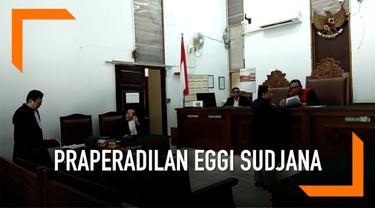 Eggi Sudjana mencabut gugatan prapradilan yang dilayangkan ke Pengadilan Negeri Jakarta Selatan. Pengacara Eggi membeberkan alasan mencabut gugatan praperadilan karena ingin menggunakan cara yang lebih persuasif.