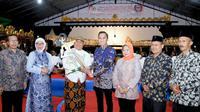 Sekitar seribu lebih warga dari sembilan desa seputar Kecamatan Nawangan, dan daerah lain seputar Kabupaten Pacitan, Jawa Timur antusias menyaksikan pagelaran Wayang Kulit semalam suntuk dalam rangka Sosialisasi Empat Pilar MPR RI.
