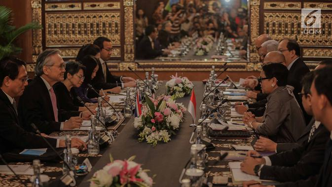 Menlu RI, Retno Marsudi menerima kunjungan Menlu Thailand Don Pramudwinai di Gedung Pancasila, Kementerian Luar Negeri, Jakarta, Rabu (13/3). Pertemuan kedua menteri itu membahas beberapa isu seperti perkembangan Rakhine State (Liputan6.com/Faizal Fanani)#source%3Dgooglier%2Ecom#https%3A%2F%2Fgooglier%2Ecom%2Fpage%2F%2F10000