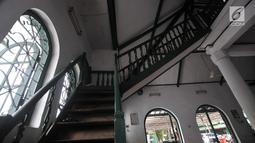 Kondisi bangunan di dalam Masjid Jami Al-Makmur yang terletak di Cikini, Jakarta, Rabu (23/5). Masjid peninggalan Raden Saleh, sang maestro lukis Indonesia ini berdiri sejak tahun 1860-an di pinggir Kali Ciliwung. (Merdeka.com/Iqbal S Nugroho)