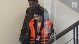 Hakim AdhocTipokor PN Medan Merry Purba usai menandatangani berkas P21 tahap 2 di Gedung KPK, Jakarta, Rabu (26/12). Merry dalam waktu dekat akan menjalani sidang perdana. (Merdeka.com/Dwi Narwoko)