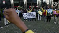 Mahasiswa yang tergabung dalam Aliansi BEM Seluruh Indonesia melakukan unjuk rasa di depan Gedung KPK, Jakarta, Jumat (9/4/2021). Mereka mempertanyakan penerbitan SP3 terkait kasus dugaan korupsi BLBI untuk Sjamsul Nursalim dan istrinya, Itjih Sjamsul Nursalim. (Liputan6.com/Helmi Fithriansyah)