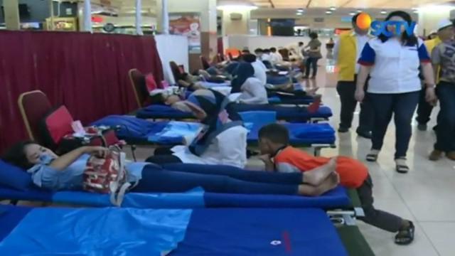 Yayasan Pundi Amal Peduli Kasih (YPAPK) SCTV-Indosiar menggelar donor darah di Mangga Dua Square, Jakarta Utara, Sabtu, 28 Okttober 2017.