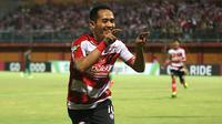 Slamet Nurcahyo mencetak dua gol dalam laga yang berlangsung di Stadion Gelora Ratu Pamelingan, Pamekasan, Jumat (3/8/2018). (Bola.com/Aditya Wany)