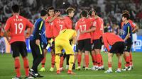 Ekspresi pemain Timnas Korea Selatan selepas kalah 0-1 dari Qatar di perempat final Piala Asia 2019 di Zayed Sports City Stadium, Abu Dhabi (25/1/2019). (AFP/Khaled Desouki)