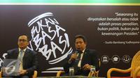Juru bicara Mahkamah Agung, Suhadi memberikan keterangan saat Pameran Kampung Hukum di JCC, Jakarta, Selasa (1/3/2016). Lewat Pameran Kampung Hukum, Mahkamah Agung bersama instansi lainnya mensosialisasikan kebijakan. (Liputan6.com/Helmi Fithriansyah)