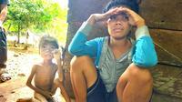 Bocah penderita gizi buruk di Buton Tengah, La Rungge (6) dan ibunya Wa Lani (23).(Liputan6.com/Ahmad Akbar Fua)