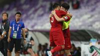 Para pemain Vietnam merayakan gol ke gawang Yaman pada laga Grup D Piala Asia 2019 di Stadion Hazza bin Zayed, Al Ain, Rabu (16/1/2019). (AFP)