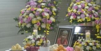 Berita duka kembali datang dari keluarga besar Abimana Aryasatya. Dalam usia 61 tahun ibunda Abimana, Ny. Ie Siu Khiauw meninggal dunia di kediamannya di kawasan Glodok, Jakarta Barat, pada 6 Januari 2017. (Bambang E. Ros/Bintang.com)