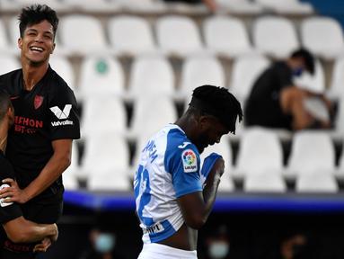 Gelandang Sevilla, Olivier Torres, merayakan gol yang dicetaknya ke gawang Leganes pada laga lanjutan La Liga pekan ke-33 di Estadio Municipal de Butarque, Rabu (1/7/2020) dini hari WIB. Sevilla menang 3-0 atas Leganes. (AFP/Pierre-Philippe Marcou)