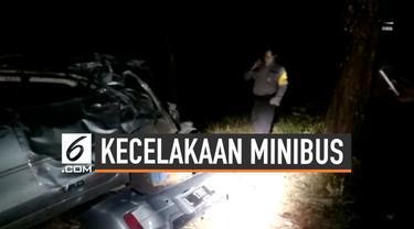 Sebuah minibus mengalami rem blong hingga jatuh masuk ke dalam sebuah jurang. Seluruh penumpang minibus dilaporkan selamat.