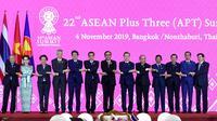 Presiden Jokowi menghadiri KTT ke-22 ASEAN Plus Three (APT) di Impact Exhibition and Convention Center, Bangkok, Thailand. (Biro Pers Sekretariat Presiden/Rusman)