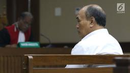 Terdakwa korupsi komisi kegiatan fiktif agen PT Asuransi Jasindo dalam pengadaan asuransi BP Migas-KKKS 2010-2012 dan 2012-2014, Budi Tjahjono saat sidang pembacaan tuntutan di Pengadilan Tipikor, Jakarta, Rabu (13/3). (Liputan6.com/Helmi Fithriansyah)