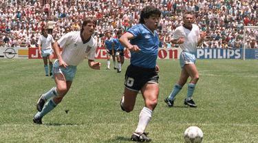 Diego Maradona pernah kedapatan dopping pada Piala Dunia 1994. Dirinya langsung dipulangkan setelah terbukti positif menggunakan varian efedrin, stimulan yang dilarang oleh FIFA. 3 tahun sebelum ini, dirinya juga dilarang bermain selama 15 bulan karena terbukti menggunakan kokain. (Foto: AFP/Staff)