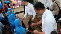 Paslon nomor urut 2 Aswari Riva'i dan Muhammad Irwansyah saat bersilaturahmi dengan warga Kelurahan Lawang Kidul Palembang (dok.Timses Aswari-Irwansyah / Nefri Inge)