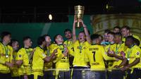 Borussia Dortmund berhasil membungkam RB Leipzig dengan skor 4-1 pada laga final DFB Pokal di Olympiastadion, Berlin, Jumat (14/5/2021) dini hari WIB. (Martin Rose/POOL/AFP)