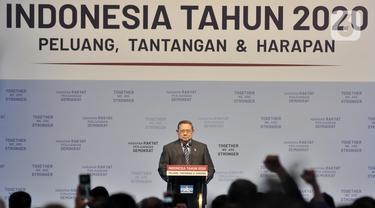 """Ketum Partai Demokrat, Susilo Bambang Yudhoyono (SBY) menyampaikan pidato saat acara  Refleksi Pergantian Tahun di di Jakarta Convention Center, Rabu (11/12/2019). Pidato tersebut mengangkat tema Indonesia Tahun 2020 """"Peluang, Tantangan, dan Harapan"""". (merdeka.com/Iqbal S. Nugroho)"""