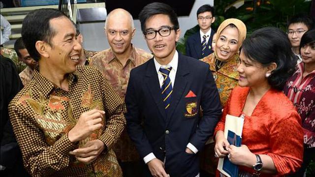 Hadiri Wisuda Anak Jokowi Dan Iriana Tampil Sederhana Lifestyle