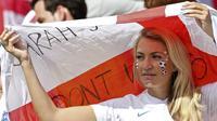 Seorang fan timnas Inggris saat perhelatan Piala Dunia 2014. Pihak otoritas Inggris menyatakan, setengah dari fans The Three Lions yang datang ke Prancis tak memiliki tiket resmi pertandingan.  (EPA/Ballesteros)