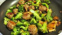 Menu Sahur: Resep Cah Brokoli Bakso | Copyright: Thyme Bombe
