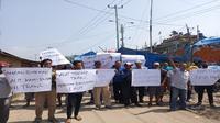 Aksi nelayan Kabupaten Indramayu menolak kembali penggunaan alat tangkap pukat harimau di perairan Indonesia. Foto (Liputan6.com / Panji Prayitno)