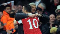 Robin van Persie dan Arsene Wenger (AFP/Lluis Gene)