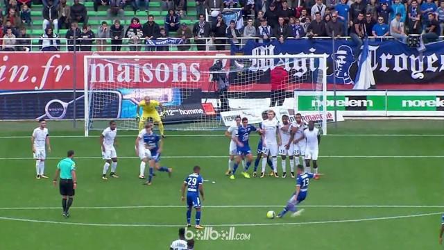 Berita video gol dari free kick kelas dunia pemain Tunisia, Saif-Eddine Khaoui, di Liga Prancis. This video presented by BallBall.