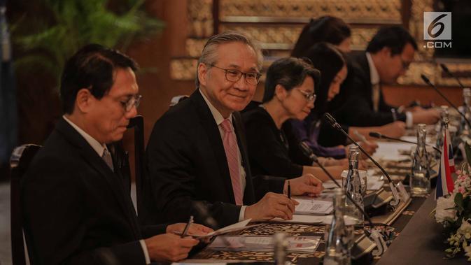 Menlu Thailand Don Pramudwinai menemui Menlu RI, Retno Marsudi di Gedung Pancasila, Kementerian Luar Negeri, Jakarta, Rabu (13/3). Pertemuan membahas beberapa isu terkait perhimpunan negara-negara Asia Tenggara (ASEAN). (Liputan6.com/Faizal Fanani)#source%3Dgooglier%2Ecom#https%3A%2F%2Fgooglier%2Ecom%2Fpage%2F%2F10000