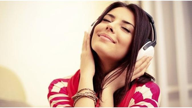 Musik sudah menjadi hal yang tidak dapat dipisahkan dari kehidupan generasi milenial. Jutaan lagu dari berbagai genre yang ada di seluruh dunia,