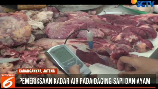 Sementara pedagang membantah jika daging dagangan mereka merupakan daging gelonggongan.