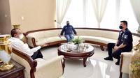 Edy Rahmayadi menerima menantu Presiden Jokowi atau Jokowi itu di Rumah Dinas Gubernur, Jalan Sudirman, Nomor 41, Medan. Tampak hadir Arya Sinulingga, Mantan Juru Bicara Tim Kampanye Nasional Jokowi-Amin, yang kini jadi Staf Khusus Menteri BUMN.