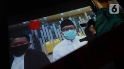 Terdakwa mantan Menteri Pemuda dan Olahraga Imam Nahrawi mendengarkan pembacaan putusan dalam sidang secara online di gedung KPK Jakarta, Senin (29/6/2020). Jaksa meyakini Imam Nahrawi menerima suap senilai Rp 11,5 miliar terkait pencarian dana hibah dari Kemenpora ke KONI. (merdeka.com/Dwi Narwoko)