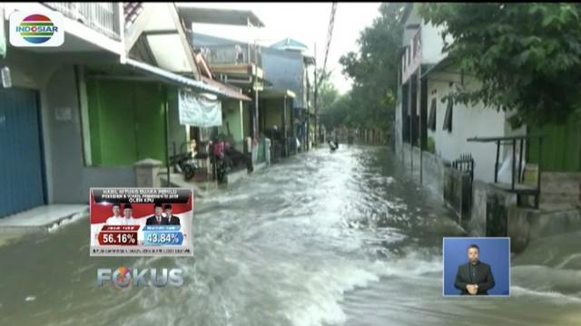 Perumahan Departemen Sosial di Ciracas, Jakarta Timur, terendam banjir setinggi 60 sentimeter.