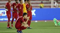 Gelandang Timnas Indonesia U-22, Egy Maulana Vikri, tampak kecewa usai dikalahkan Vietnam U-22 pada laga final SEA Games 2019 di Stadion Rizal Memorial, Manila, Selasa (10/12). Indonesia kalah 0-3 dari Vietnam. (Bola.com/M Iqbal Ichsan)