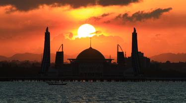 Lokasi masjid Al Alam Kendari sebagai tempat pelaksanaan Munas Kadin ke-VIII tahun 2021.(Liputan6.com/Foto:Deni Lahundape untuk Liputan6.com)