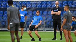 Pelatih Inter Milan, Antonio Conte, memimpin sesi latihan jelang laga Liga Europa di Gelsenkirchen, Jerman, Selasa (4/8/2020). Inter Milan akan berhadapan dengan Getafe. (Photo by Ina Fassbender / various sources / AFP)