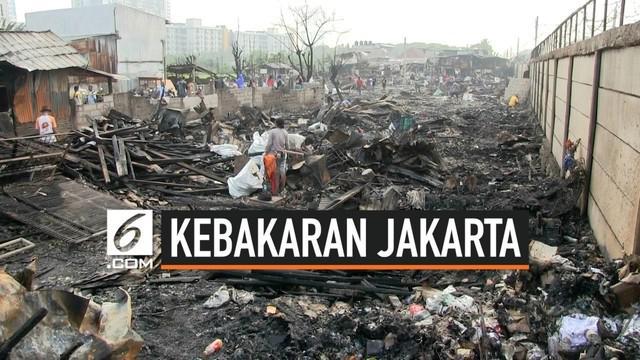 Hampir 500 jiwa warga Semanan Kalideres Jakarta Barat kehilangan tempat tinggal akibat kebakaran hebat yang melanda wilayahnya. lebih dari 100 bangunan rumah warga hangus terbakar. Pemkot Jakbar telah mendirikan lokasi pengungsian dan dapur umum.