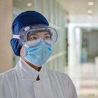 Sejumlah pengusaha memproduksi APD untuk tetap bertahan di tengah pandemi virus corona yang mewabah.