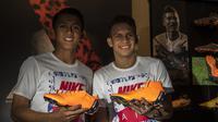 Pesepak bola, Febri Hariyadi dan Egy Maulana saat peluncuran Nike Born Mercurial 360 di Fisik Football, Jakarta, Rabu (7/3/2018). Nike merilis model terbaru Nike Mercurial Superfly dan Vapor 360. (Bola.com/Vitalis Yogi Trisna)