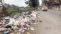 sebagian sampah yang tersebar di jalan KH Mustofa Kamil Garut beberapa waktu lalu (Liputan6.com/Jayadi Supriadin)