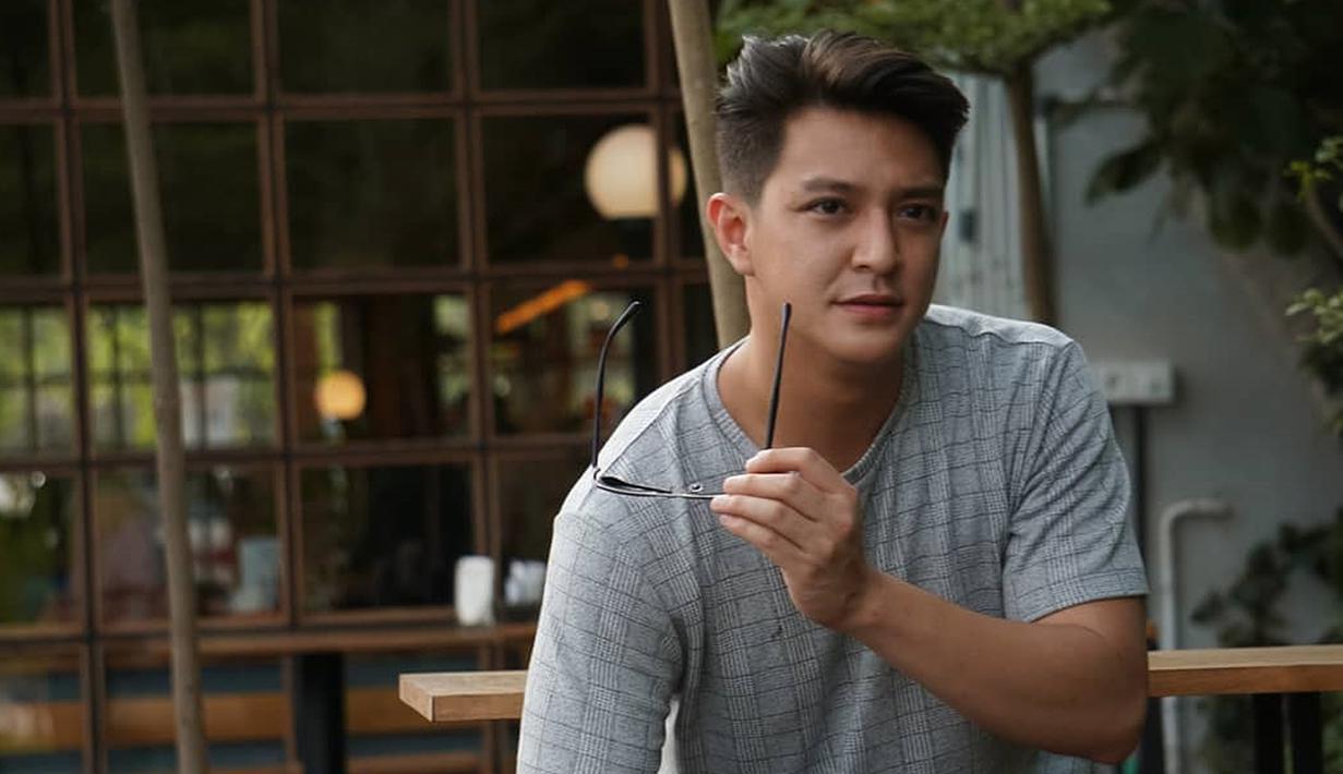 Jonathan Andriano merupakan aktor kelahiran Jakarta, 28 Maret 1993. Saat ini ia tengah disibukan dalam berbagai proses syuting. Belakangan ia berperan dalam web series berjudul Turn On yang dibintangi oleh Giorgino Abraham dan Clara Bernadeth. (Liputan6.com/IG/jonathanandriano)