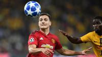 Diogo Dalot mampu tunjukkan peningkatan setelah dirinya dipinjamkan oleh Manchester United ke AC Milan. Dirinya hanya menjadi pemain pengganti di laga pramusim melawan Everton, namun mampu berikan penampilan yang apik dan gol indah lewat tandukan kepalanya. (Foto: AFP/Fabrice Coffrini)