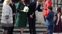 Meghan Markle memakai gaun dan mantel berwarna hijau favorit Kate Middleton. (dok.Instagram @kensingtonroyal/https://www.instagram.com/p/Bu3sILHFuWP/Henry