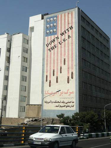 Mural Aneka Rupa Hiasi Sudut Kota Teheran