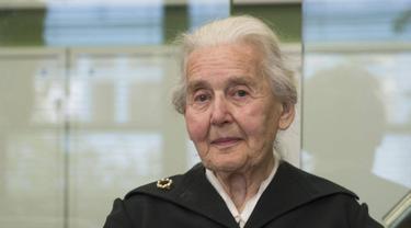 Ursula Haverbeck, wanita sepuh yang dijuluki Nenek Nazi. (AP)