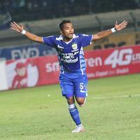 Pemain Persib, Zulham Zamrun berhasil memikat masyarakat Indonesia dengan menjadi Top Skor & Pemain Terbaik Piala Presiden 2015.